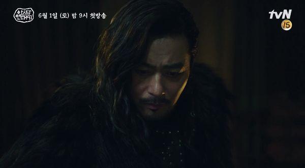 """""""Arthdal Chronicles"""" tung tạo hình nhân vật dũng mãnh của Jang Dong Gun 2"""