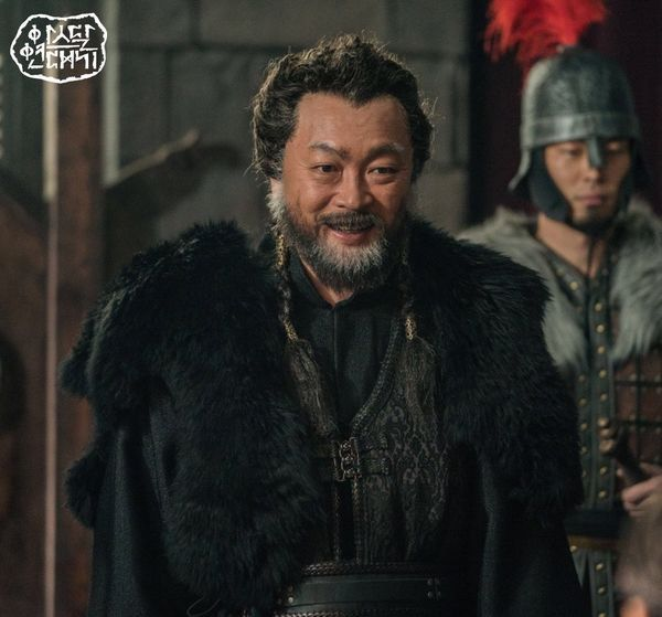 """""""Arthdal Chronicles"""" tung tạo hình nhân vật dũng mãnh của Jang Dong Gun 5"""
