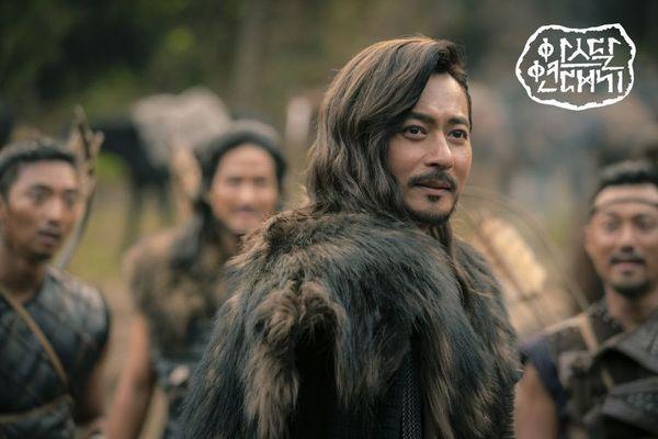 """""""Arthdal Chronicles"""" tung tạo hình nhân vật dũng mãnh của Jang Dong Gun 8"""