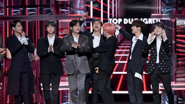 Độ tuổi trung bình của các nhóm nhạc nam Kpop tính đến năm 2019 25