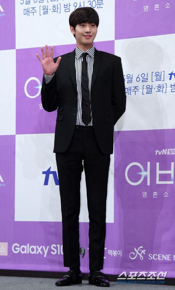 """Họp báo ra mắt """"Abyss"""": Park Bo Young và Ahn Hyo Seop đẹp thật đấy! 10"""
