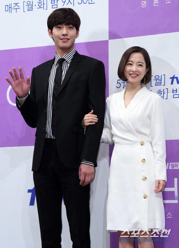 """Họp báo ra mắt """"Abyss"""": Park Bo Young và Ahn Hyo Seop đẹp thật đấy! 19"""