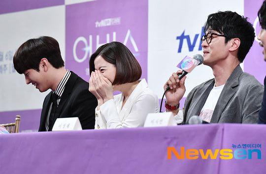 """Họp báo ra mắt """"Abyss"""": Park Bo Young và Ahn Hyo Seop đẹp thật đấy! 20"""