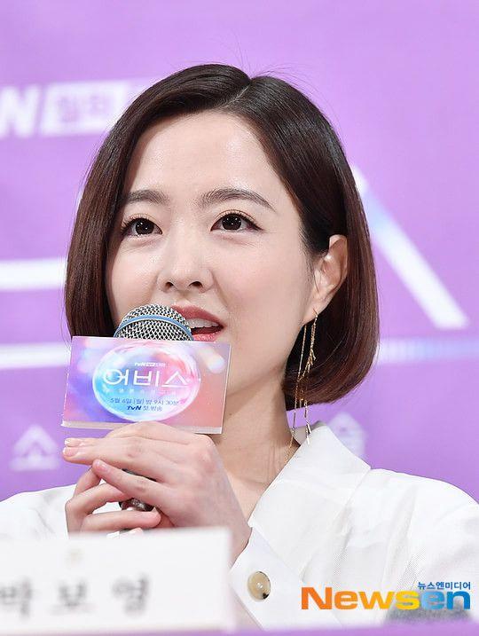 """Họp báo ra mắt """"Abyss"""": Park Bo Young và Ahn Hyo Seop đẹp thật đấy! 8"""