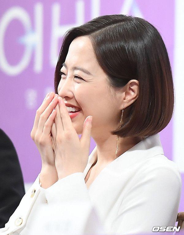 """Họp báo ra mắt """"Abyss"""": Park Bo Young và Ahn Hyo Seop đẹp thật đấy! 9"""