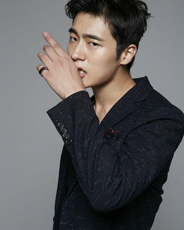 "Lee Hyeri (Girl's Day) đóng cùng Lee Chang Yeop trong ""Miss Lee"" 1"