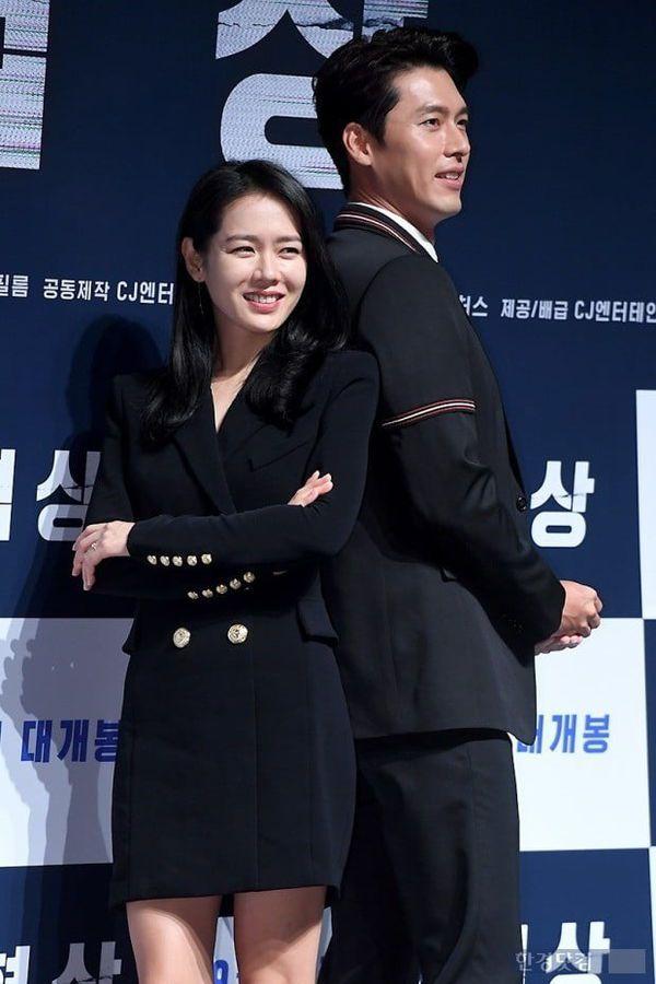 """Son Ye Jin và Hyun Bin đóng vai chính trong """"Love's Crash Landing"""" 1"""