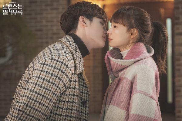 """Son Ye Jin và Hyun Bin đóng vai chính trong """"Love's Crash Landing"""" 5"""