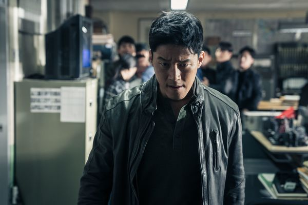 "'The Gangster, The Cop, The Devil' của Ma Dong Seok vượt ""Avengers"" 6"