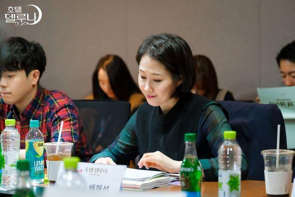"""""""Hotel Del Luna"""" của IU tung Teaser và hình ảnh buổi đọc kịch bản 11"""