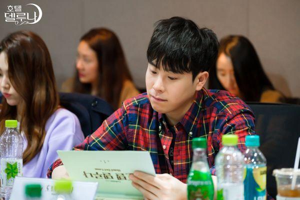"""""""Hotel Del Luna"""" của IU tung Teaser và hình ảnh buổi đọc kịch bản 12"""