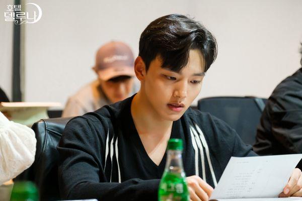 """""""Hotel Del Luna"""" của IU tung Teaser và hình ảnh buổi đọc kịch bản 14"""