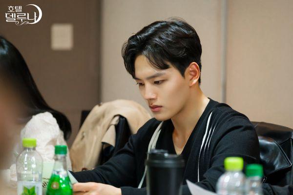 """""""Hotel Del Luna"""" của IU tung Teaser và hình ảnh buổi đọc kịch bản 5"""