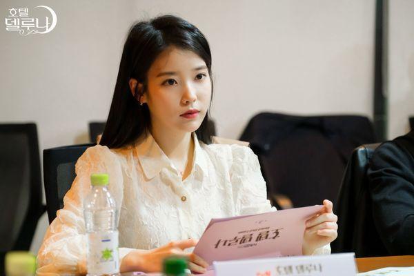 """""""Hotel Del Luna"""" của IU tung Teaser và hình ảnh buổi đọc kịch bản 7"""