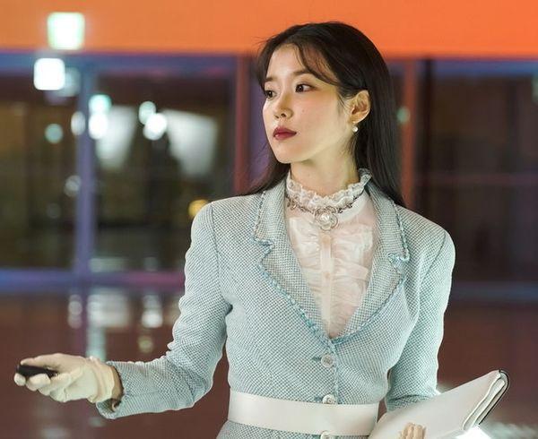 """""""Hotel Del Luna"""" tung Teaser và ảnh mới nhất của IU, Yeo Jin Goo 2"""