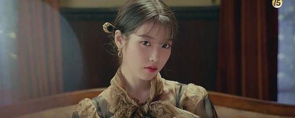 """""""Hotel Del Luna"""" tung Teaser và ảnh mới nhất của IU, Yeo Jin Goo 3"""
