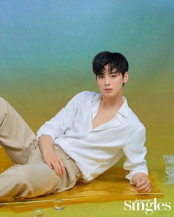 Loạt ảnh đẹp quyến rũ không góc chết của Cha Eun Woo trên tạp chí 1
