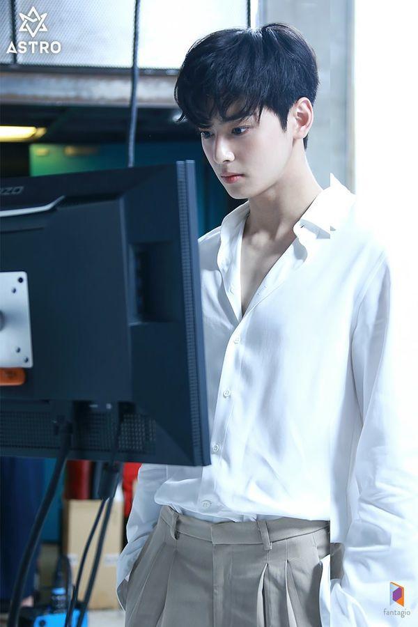 Loạt ảnh đẹp quyến rũ không góc chết của Cha Eun Woo trên tạp chí 14