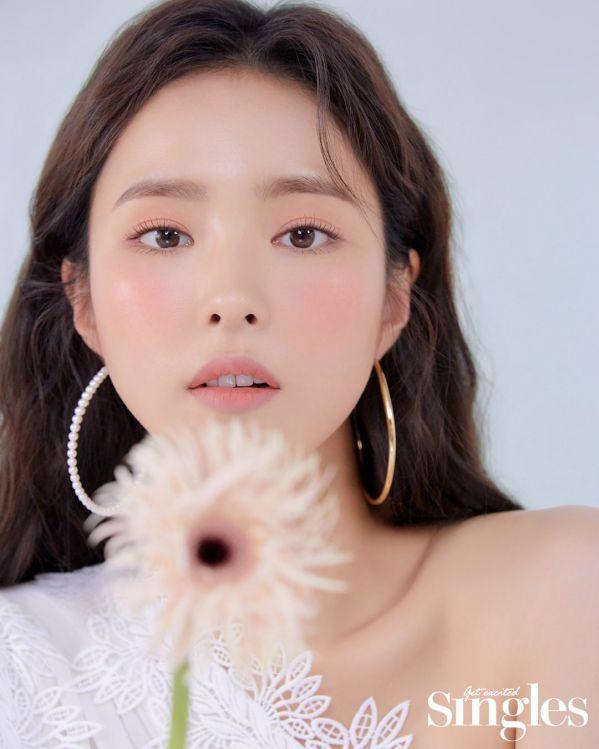 Loạt ảnh đẹp quyến rũ không góc chết của Cha Eun Woo trên tạp chí d