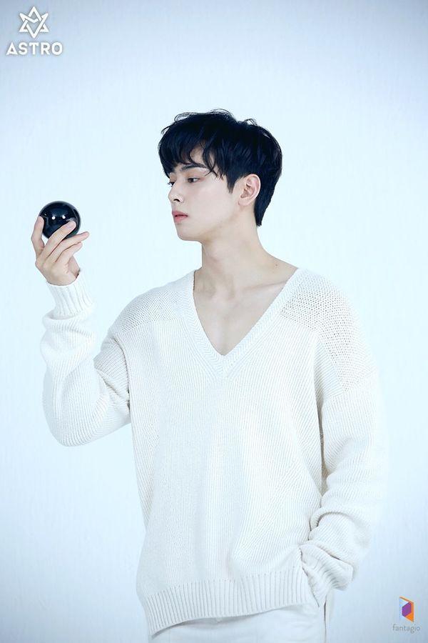 Loạt ảnh đẹp quyến rũ không góc chết của Cha Eun Woo trên tạp chí 4