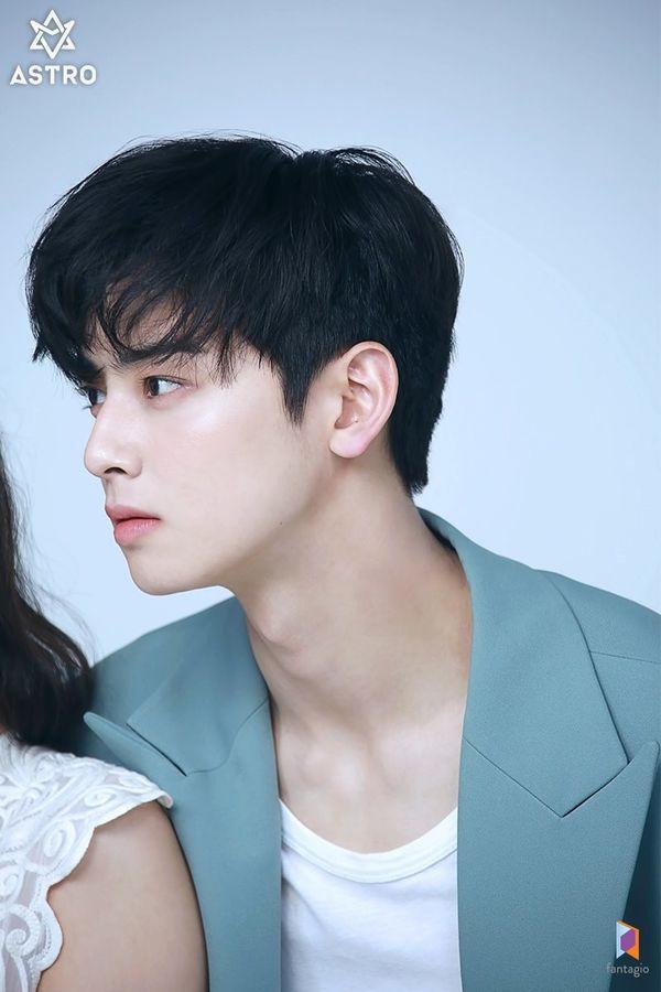 Loạt ảnh đẹp quyến rũ không góc chết của Cha Eun Woo trên tạp chí 8
