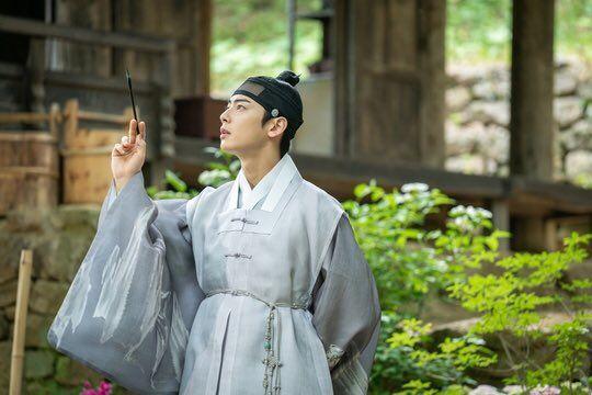 """""""Rookie Historian Goo Hae Ryung"""" hé lộ ảnh Cha Eun Woo và lịch lên sóng 1"""