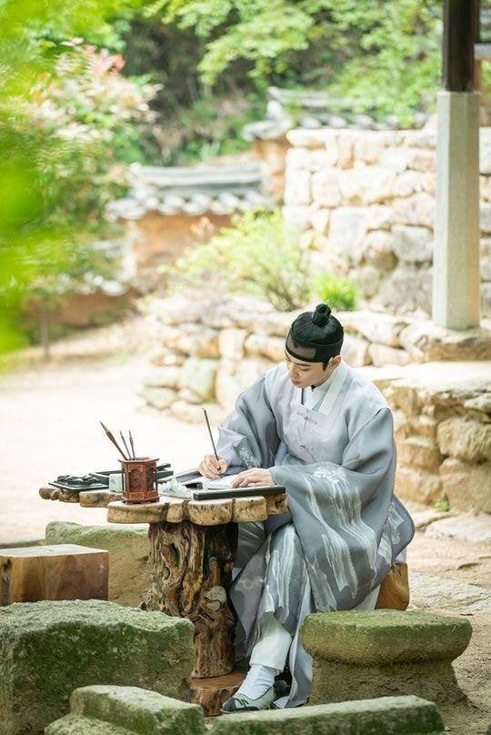 """""""Rookie Historian Goo Hae Ryung"""" hé lộ ảnh Cha Eun Woo và lịch lên sóng 2"""