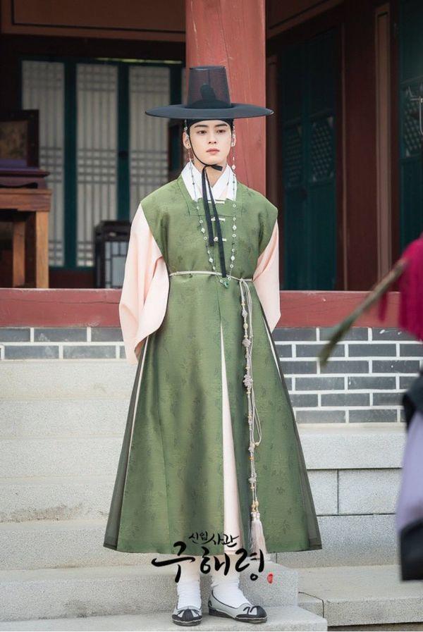 """""""Rookie Historian Goo Hae Ryung"""" hé lộ ảnh Cha Eun Woo và lịch lên sóng 6"""