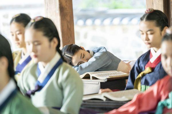 """""""Rookie Historian Goo Hae Ryung"""": Shin Se Kyung là gái """"quá lứa"""" 3"""
