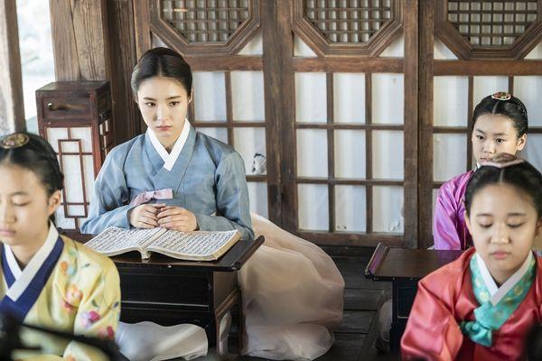 """""""Rookie Historian Goo Hae Ryung"""": Shin Se Kyung là gái """"quá lứa"""" 4"""