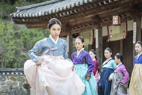 """""""Rookie Historian Goo Hae Ryung"""": Shin Se Kyung là gái """"quá lứa"""" 5"""