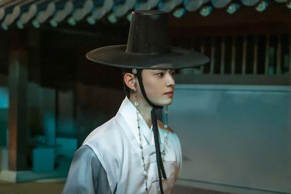 """""""Rookie Historian Goo Hae Ryung"""" tung poster nhân vật đẹp nao lòng 3"""