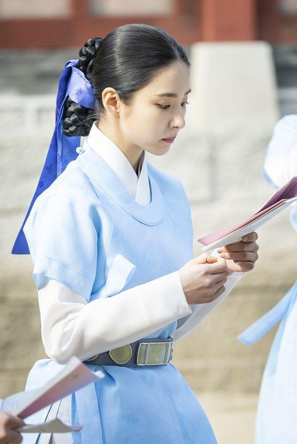 """""""Rookie Historian Goo Hae Ryung"""" tung poster nhân vật đẹp nao lòng 4"""