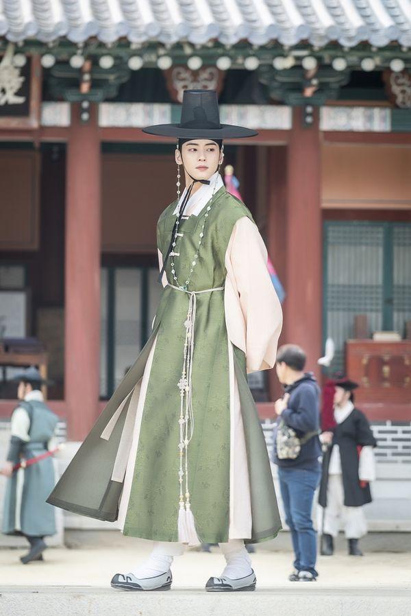 """""""Rookie Historian Goo Hae Ryung"""" tung poster nhân vật đẹp nao lòng 7"""