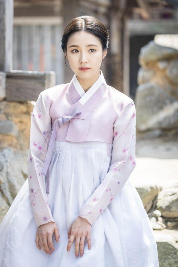 """""""Rookie Historian Goo Hae Ryung"""" tung poster nhân vật đẹp nao lòng 9"""