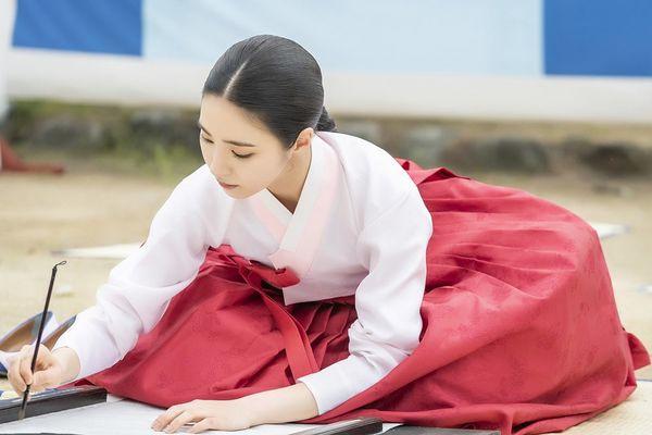 """""""Rookie Historian Goo Hae Ryung"""" tung thêm poster đẹp đến mê mẩn 7"""