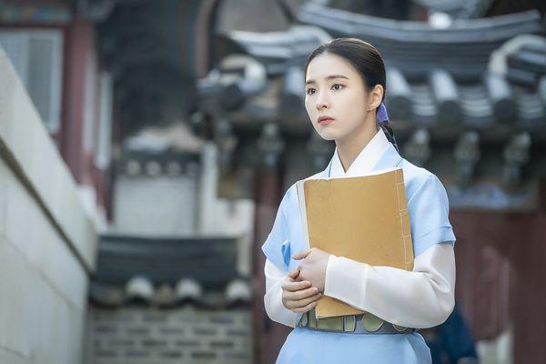 """""""Rookie Historian Goo Hae Ryung"""" tung thêm poster đẹp đến mê mẩn 8"""