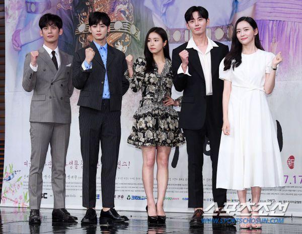 """Dàn diễn viên tham gia họp báo ra mắt """"Rookie Historian Goo Hae Ryung""""1"""
