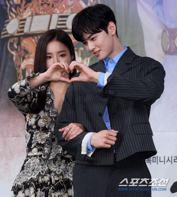 """Dàn diễn viên tham gia họp báo ra mắt """"Rookie Historian Goo Hae Ryung""""13"""