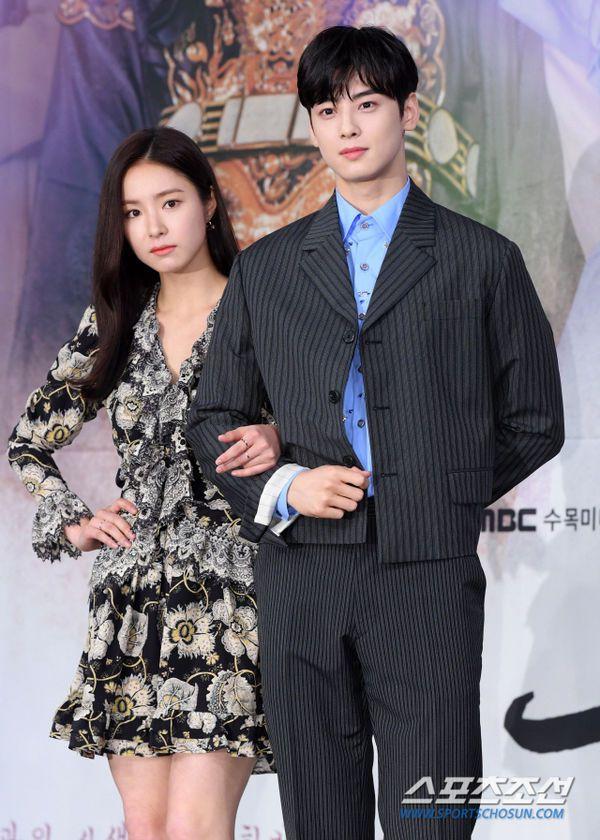 """Dàn diễn viên tham gia họp báo ra mắt """"Rookie Historian Goo Hae Ryung""""15"""