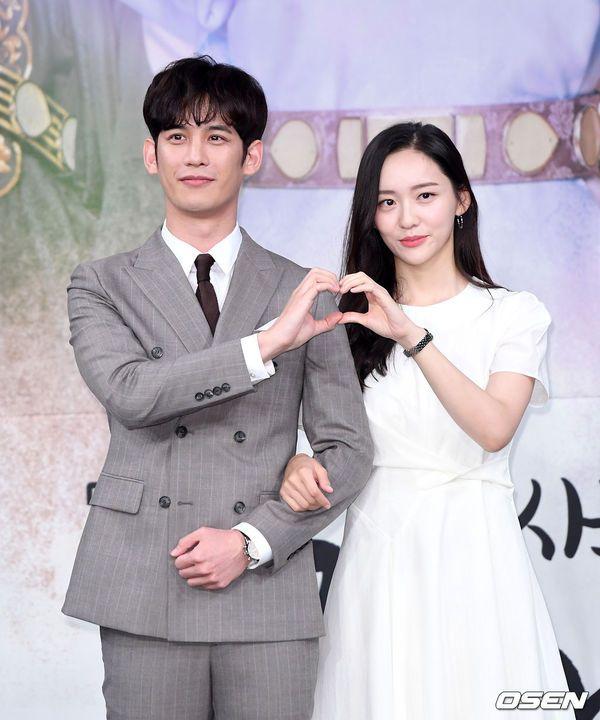 """Dàn diễn viên tham gia họp báo ra mắt """"Rookie Historian Goo Hae Ryung""""19"""
