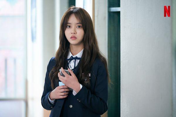 """""""Love Alarm"""" tung ảnh mới của Kim So Hyun, Song Kang và Jung Ga Ram 1"""