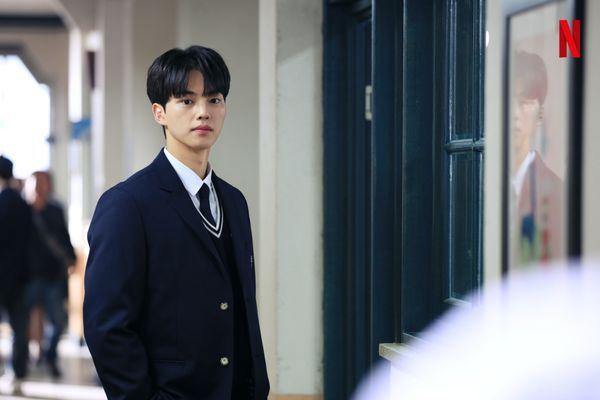 """""""Love Alarm"""" tung ảnh mới của Kim So Hyun, Song Kang và Jung Ga Ram 2"""