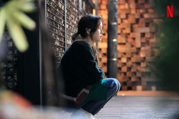 """""""Love Alarm"""" tung ảnh mới của Kim So Hyun, Song Kang và Jung Ga Ram 4"""