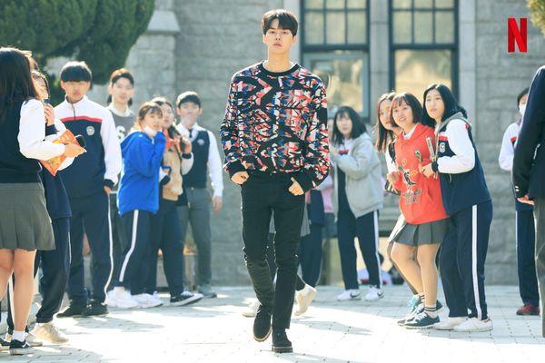 """""""Love Alarm"""" tung ảnh mới của Kim So Hyun, Song Kang và Jung Ga Ram 5"""