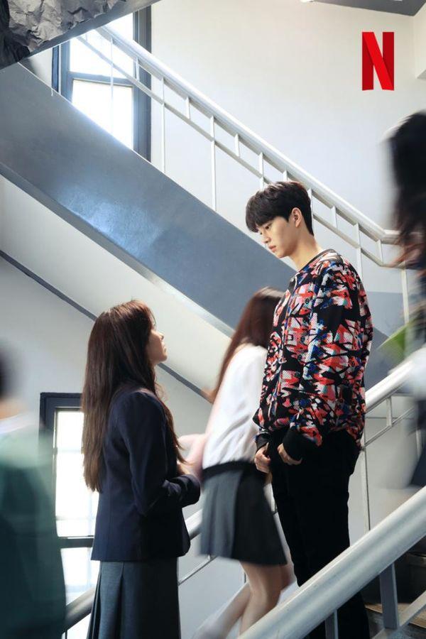 """Phim """"Love Alarm"""" nhá ảnh đầu tiên của Kim So Hyun và Song Kang 1"""