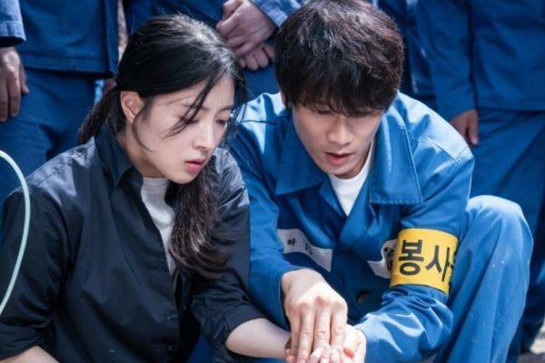 Sau 2 tập, Doctor John (Bác Sĩ Yo Han) của Ji Sung rất được khen ngợi 3