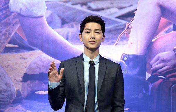 """Song Joong Ki bắt tay vào quay """"Lightning Ship"""" bắt đầu từ ngày 3/7 8"""