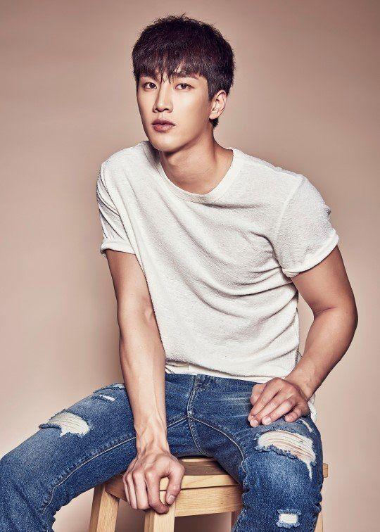 """Ahn Bo Hyun tham gia """"Itaewon Class"""" đối đầu cùng Park Seo Joon 3"""