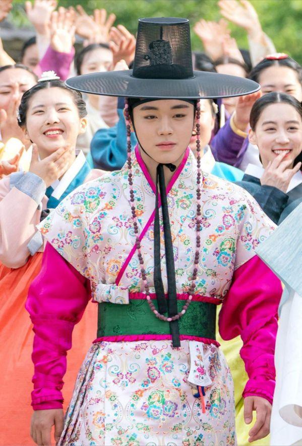 """Có nên xem """"Flower Crew: Joseon Marriage Agency"""" của Park Ji Hoon? 8"""